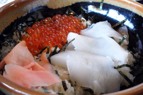 〆(?)は,海鮮丼です。なんだか食べてばっかりの記事だなぁ~(^^)