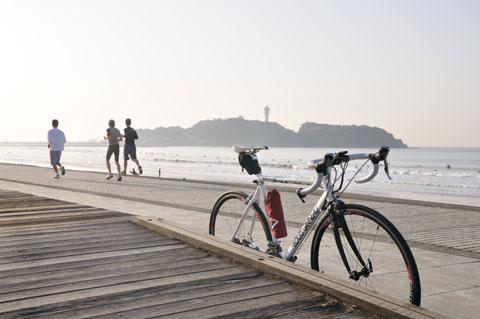 早朝の江ノ島界隈も人が増えてきました。春はもうすぐそこ♪