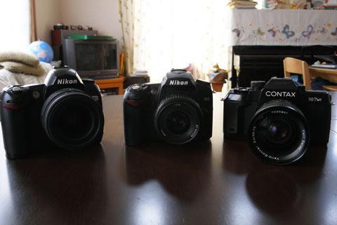 我が家の一眼レフ達。左から,D70,D90,Contax 167MT