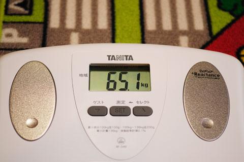 出た! 65.1kg。 65.1-56.2=8.9kgだ! ばんざ~い p(^^)q