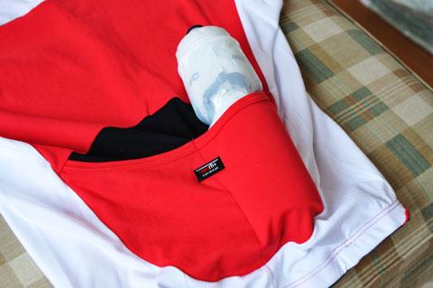 zerorh+の半袖ジャージ。自転車専用なので背中のポッケが便利♪