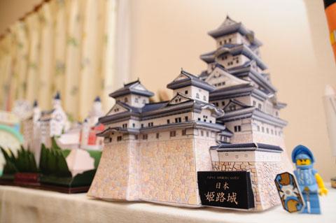 姫路城。A4で15枚くらい。2ヶ月かけて完成しました。根気あるなぁ・・・。