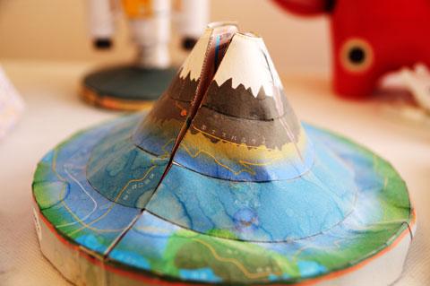 以前作った「富士山」。おぉ~,ちゃんとスバルラインが書いてある!!