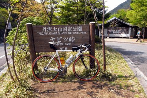 いつもの写真ですが,ヤビツ峠頂上到着~(^^)