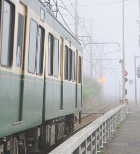 江ノ電さ~ん,信号見えてますか~? @鎌倉高校前
