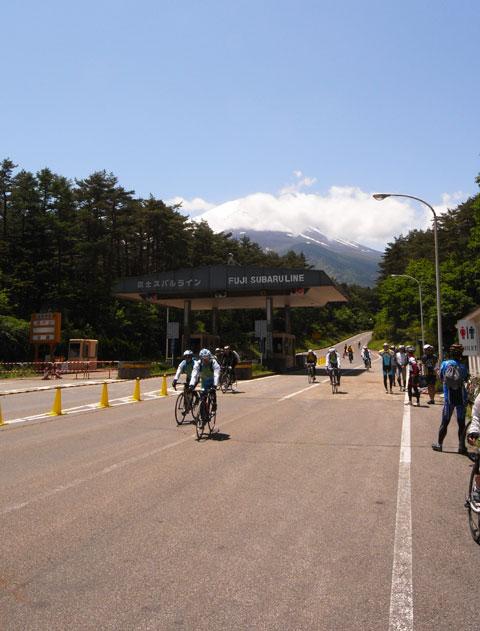 ここまで下るのに50分弱。日本一長い(?)ダウンヒルでした。