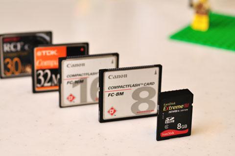 7年前に持っていたのは,3M,8M,30M,32Mでした。D90だと全部合わせても7枚しか撮影できません・・・。