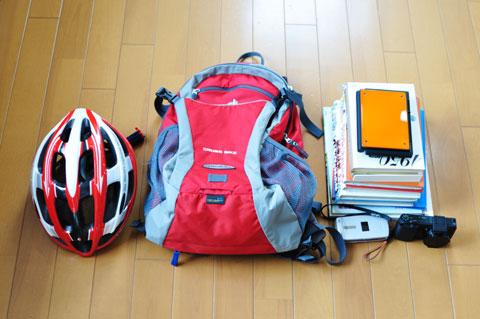休日は,Cross Bikeを背負って図書館に行くことが多いです。本もコンデジも,ポメラさまもOK♪