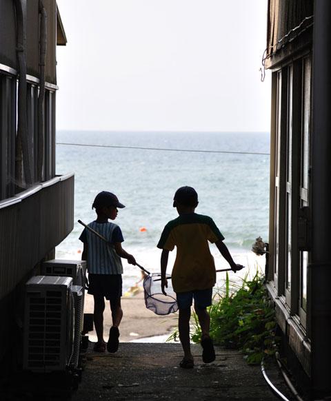 初めて日本海に遊びに来たチビ達。さぁ,行こう!