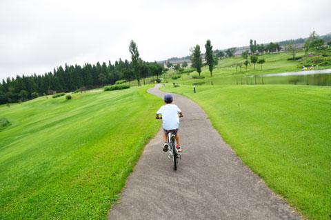 自転車好きらしく,旅行先でもサイクリング♪