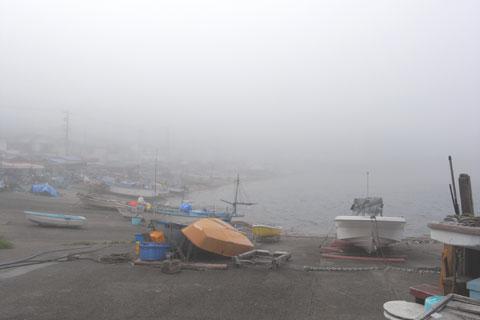 厳冬の男鹿半島あたりの漁港のようですが,今朝の小坪漁港です・・・