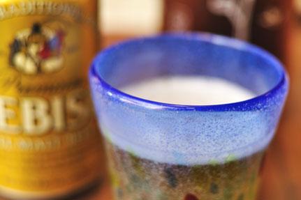 EBISUで乾杯! 限りなく下戸に近いので,飲むときは必ずエビスです。低燃費なのである(^^)