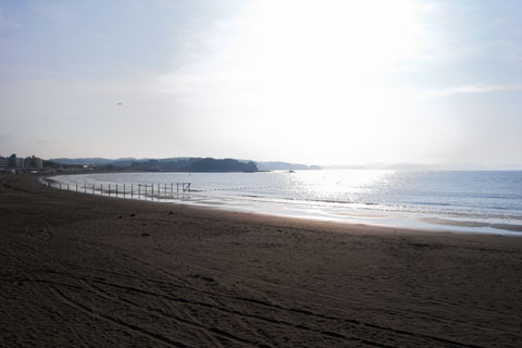 片瀬海岸。真夏の喧噪はどこへやら。静かな秋がやってきます(^^)