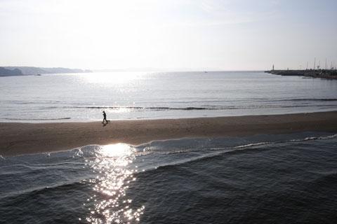 江ノ島に向かいます。引き潮だと,地続きになるのです。