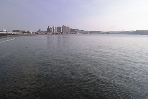 江ノ島で一休み(^^) なんとも,爽快だな~。来週も来ようっと。