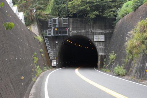 あはは~,またトンネルだよ。うれしい~! (壊れ気味)