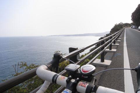 おぉ~,こんな景色のいい道を風を感じながら走れるシアワセ!!