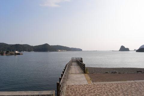 港に面した公園でくつろぐ。なんて穏やかな港なんでしょう・・・。