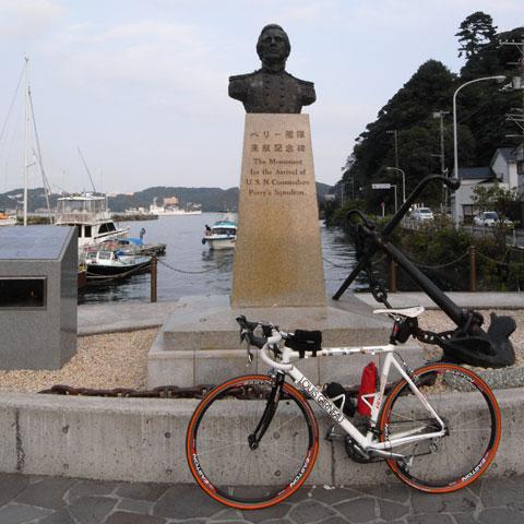 RHC号来航記念碑(^^)の前でパチリ。ごくろうさまでした!
