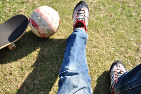 おいらの左足は,まだ10cmくらいしか上げることができません。はよ治れ~
