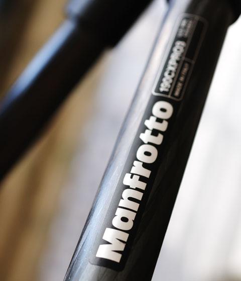 イタリアのManfrotto社の100%ピュアカーボンです(^^)