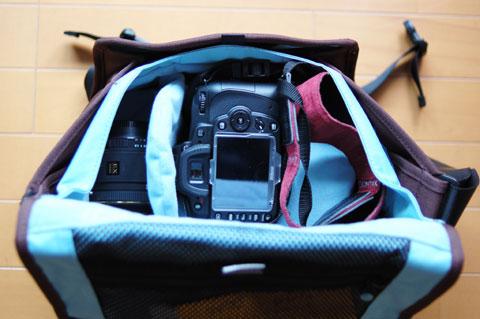 カメラ本体も縦向きに収納です。