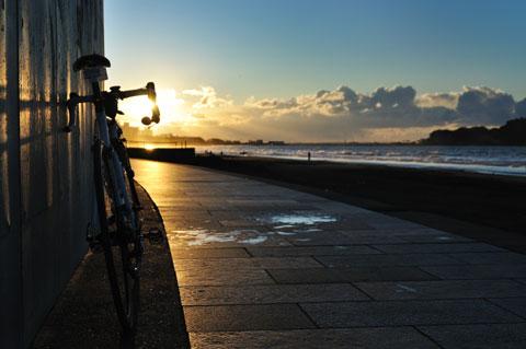 毎度,同じような写真でごみんなしゃい。いつもの片瀬海岸です(^^;)