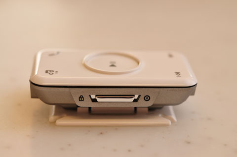 電源SWはスライド式。左にスライドすればロック。ボディの反対側にはボリューム(+-)があります。み~んな独立ボタンです♪