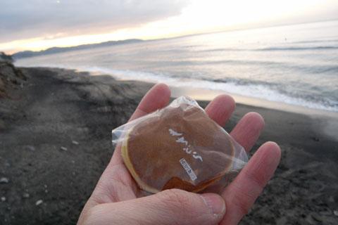 今年の初ドラは,「餅ドラ」です。小さいけど,中に餅が入っていて高カロリー(^^)