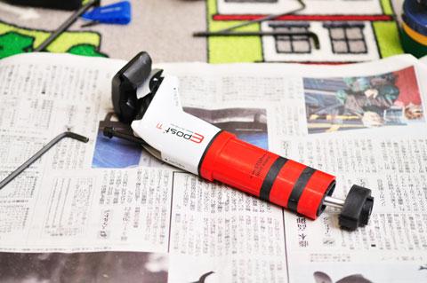 一番デカイ赤い部分が,衝撃吸収用エラストマー。他に,固さが違う2種類が同梱されています。