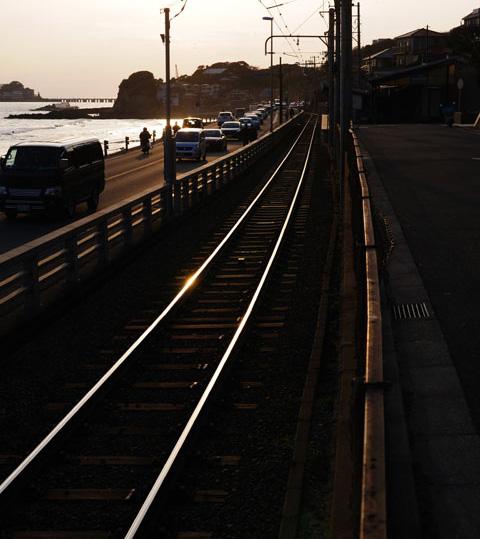 江ノ電の鎌倉高校前駅。あぁ,日が落ちる~
