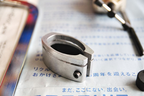 LOOK純正のソーガイド。使いやすいけどアルミ製。お前まで削れちゃってどうする!(笑)