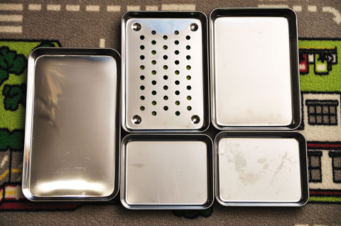 陰の立て役者(笑) ネジやちょっとした部品を並べるお皿。ダイソーで購入(^^)