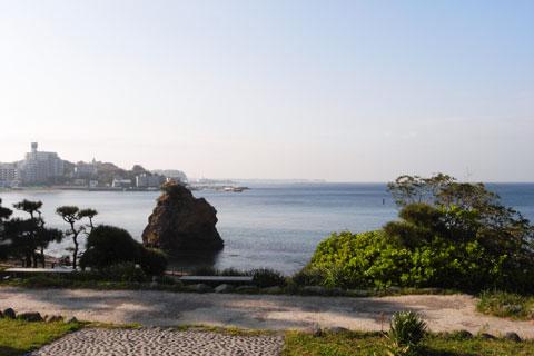静かな立石公園。手前の砂浜や岩場で,子供を遊ばせるのにもいいところです(^^)
