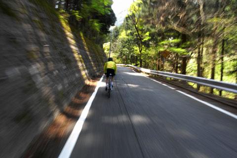アームストロングのように,コースアウトしても復帰するnoguさん。でも,だいぶゆっくりペースになりました(これで,20km/hくらいかな)