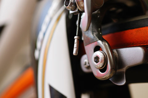 自転車乗りなら見慣れた,ブレーキワイヤーのキャップですが・・・?