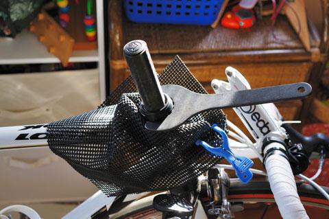 HEAD FITをバラすのには,シマノの,BB工具を使うのです。それにしても厳重な養生(^^)