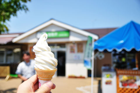 1st. スイーツ。SAでのソフトクリーム(生ミルク味)