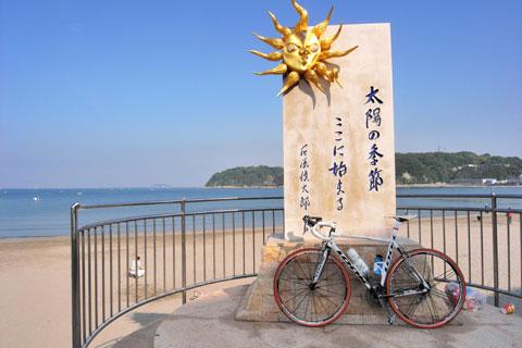 答えはここ。逗子海岸でございます (^^)