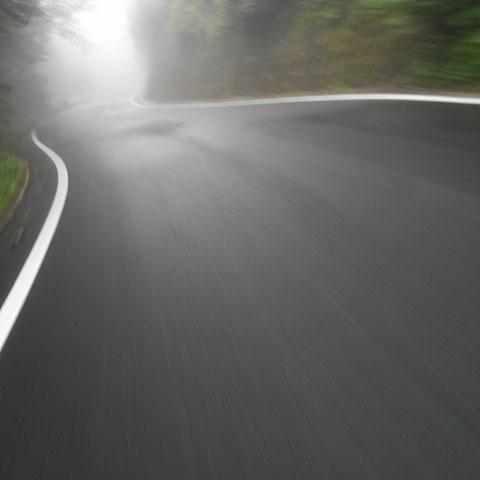 時速15kmでこんな写真を撮ったりしています。とにかく下りは苦手です・・・。