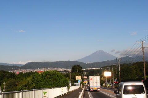善波峠を越えると,富士山がば~ん! 良い天気~(^^)