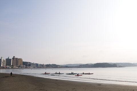 早朝の江ノ島界隈はとてものどか。早起きは三文の徳です(^^)