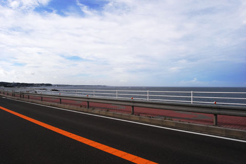 長者ヶ崎付近から。水平線の方に城ヶ島が,,,みえないか。
