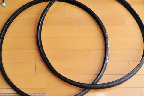 買ったばっかりのタイヤは折り畳まれていますから,びよ~んと開いて放置し,「クセ」を取り除きます。