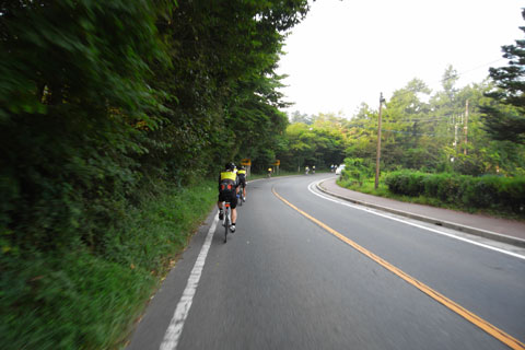 早朝(6時半),気温も低く,快適なサイクリングです(^^)