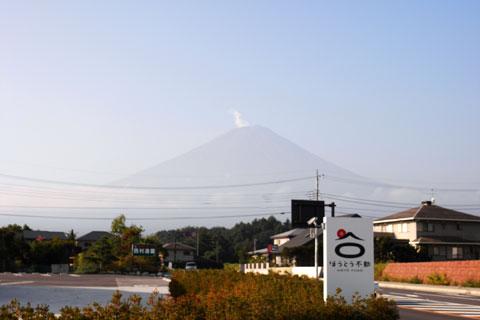 朝のうちだけ,富士山も見ることができました。去年はあの中腹まで登ったんだよなぁ・・・。
