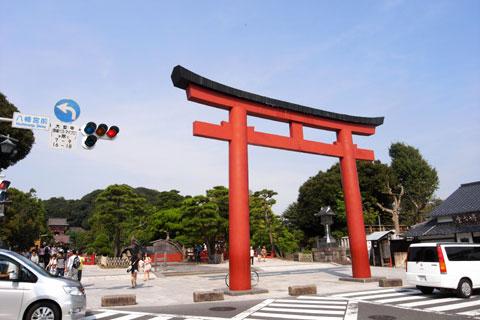 休日の鎌倉は大混雑で,八幡宮さまでは休憩できませんでした。