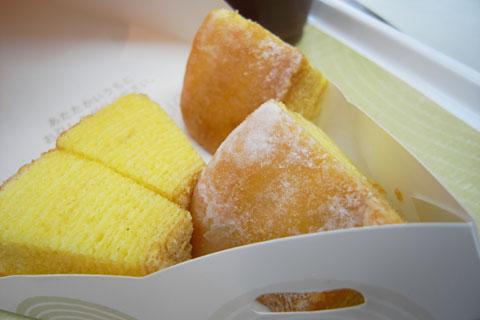 羽田空港で「ねんりん屋」のホットバウムを食す。うま~い! さいさきいいぞ(?)