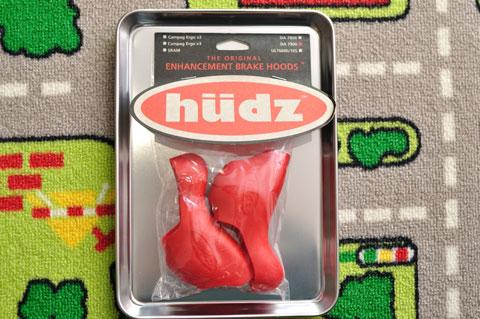 これがHudzのSTIカバー,「STi Hoods」。オリジナルとソフトバージョンがありますが,おいらは普通にオリジナルを購入。2000円なり。
