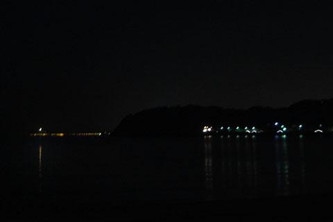 左端に写っているのが,江ノ島の光です。あと少しで到着だ~!